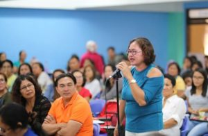 A parent raises a point during the College of Nursing (CON) stakeholders' meeting on June 8, 2018. CON photo