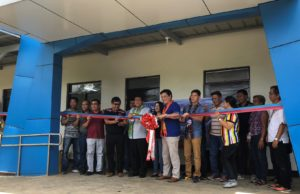 Sen. Juan Miguel F. Zubiri leads the turn over ceremony of the three-classroom building in the Kadingilan satellite campus. Extension and External Studies Center photo